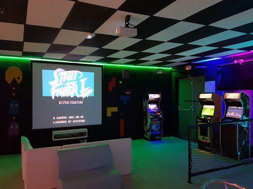 Retro Gaming sur écran géant à Elyzion Park Orange